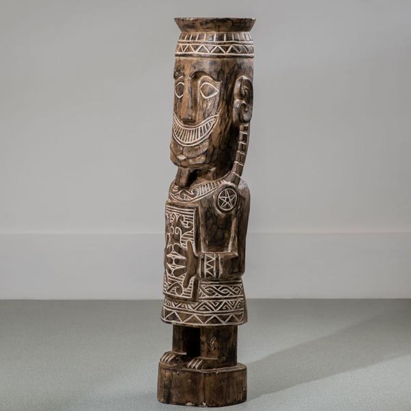 Skulptur Patung aus Suar-Holz in verschiedenen Größen