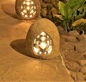 WOHNFREUDEN Naturstein Flussstein Gartenlampe 30x26x39 cm Liebes-Ornament