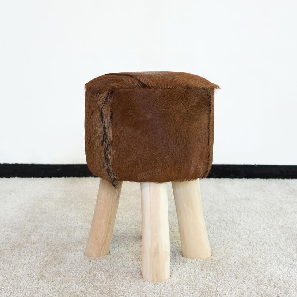 WOHNFREUDEN Hocker Fell Ziege Teak-Holz braun 42 cm Stuhl Natur Wohnen Sitzmöbel