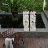 WOHNFREUDEN Naturstein Sandstein Skulpturen Paar mit Schale Gartendeko Statue 30x30x102 cm