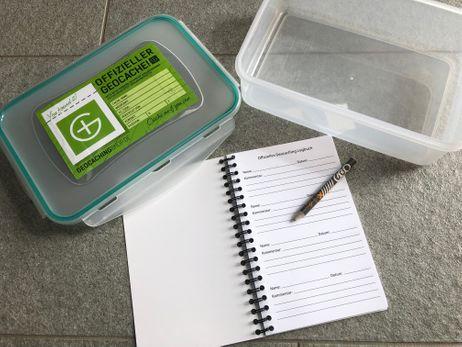 Geocaching Versteck, Geocache: Behälter/Dose mit Logbuch und Bleistift - 1700 ml