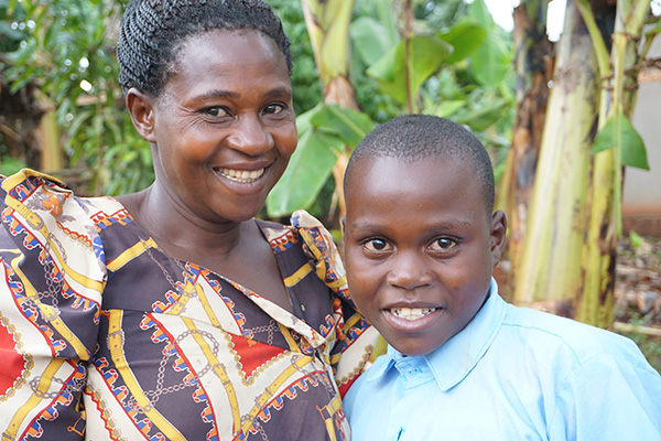 Uganda starke Mutter mit ihrem Kind