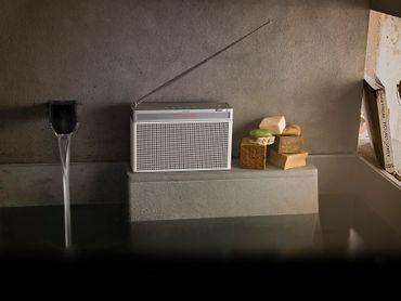 GENEVA® Touring L - Tragbares Radio mit FM/DAB+ Tuner - Weiss – Bild 4