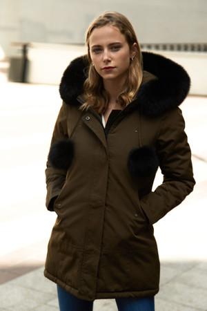 Damen lange Echtfell Winterjacke Khaki mit Bommeln Winter Parka Jacke mit Pelz Echtpelz Outdoor Rosa