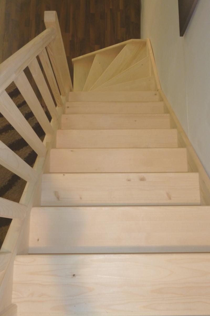 treppe alexander fichte 1 4 unten rechts gewendelt. Black Bedroom Furniture Sets. Home Design Ideas