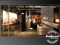 Möbelhaus Ausstellung dekoriert mit Fadenvorhängen