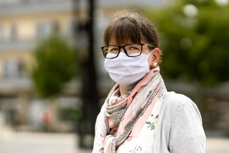 Behelfsmaske - leicht atmen - Mund-Nasen-Bedeckung - weiß