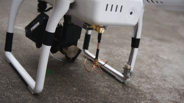 TX Cloverleaf Antenne SMA Plug 90° für DJI Phantom – Bild 1