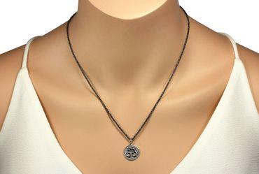 SILBERMOOS Anhänger mit Kette Om-Zeichen rund glänzend strukturiert rhodiniert mit Criss-Cross-Kette 45 cm geschwärzt diamantiert 925 Sterling Silber – Bild 2