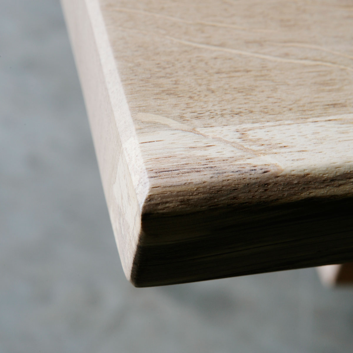 LARBUS | Solid Oak