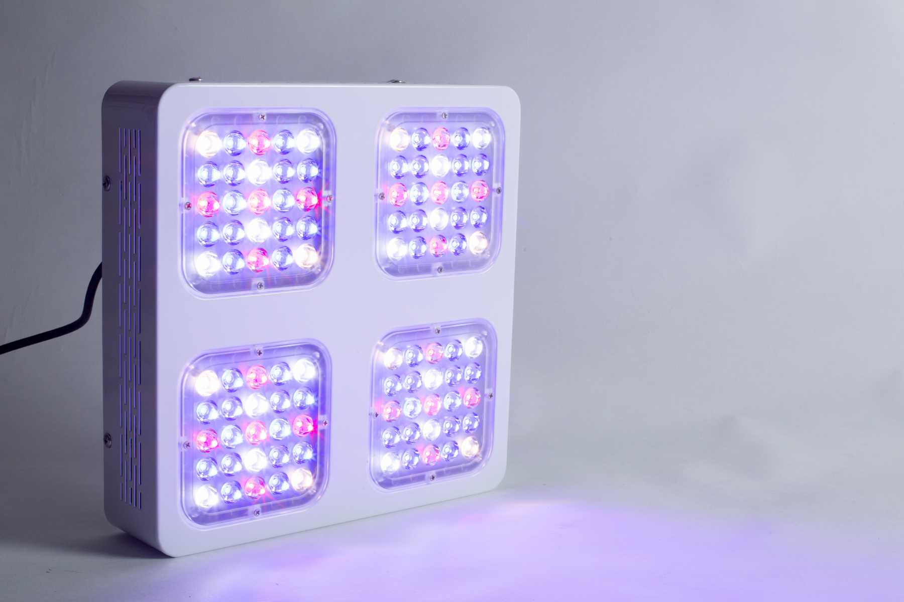 Monster m4 led grow lampe fr wachstum kaufen fr 349 eur monster m4 200w led grow lampe wachstum parisarafo Image collections