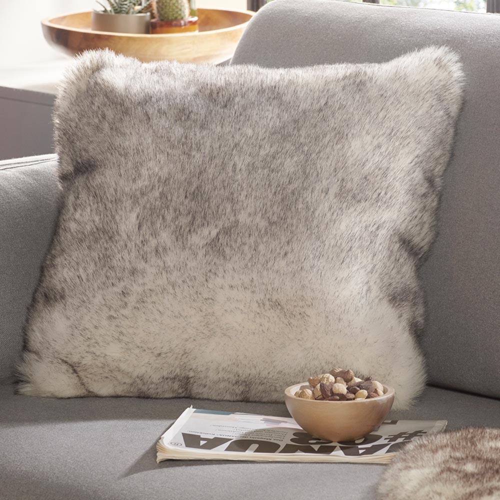 weiches kunstfell deko kissen superior cremewei natur dipdye 43x43 cm teppich boss. Black Bedroom Furniture Sets. Home Design Ideas