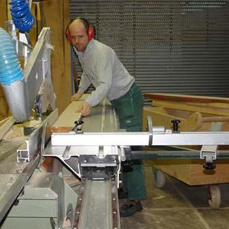 Herstellung von Holzbausteinen mit einfachen Mitteln