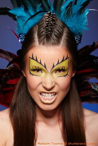 Geschminkte Frau mit Fun Kontaktlinsen