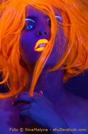 UV Kontaktlinsen mit orangenen Haaren