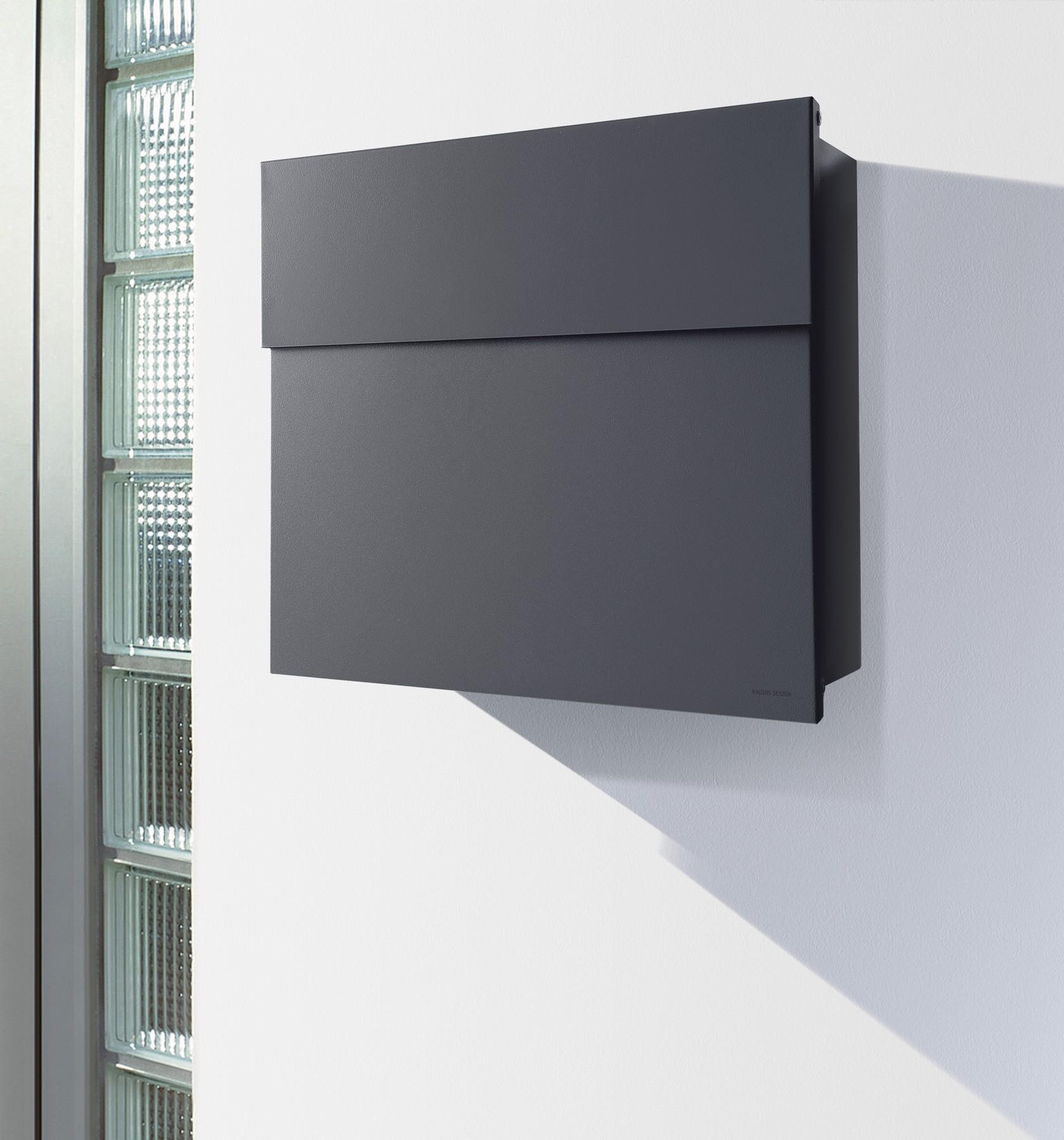 radius design briefkasten letterman 4 anthrazit grau ral 7016 verdecktes schloss moderner. Black Bedroom Furniture Sets. Home Design Ideas