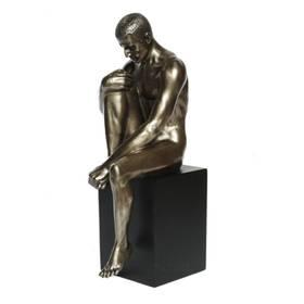 Body Talk Skulptur Mann sitzend auf Sockel Akt – Bild 1