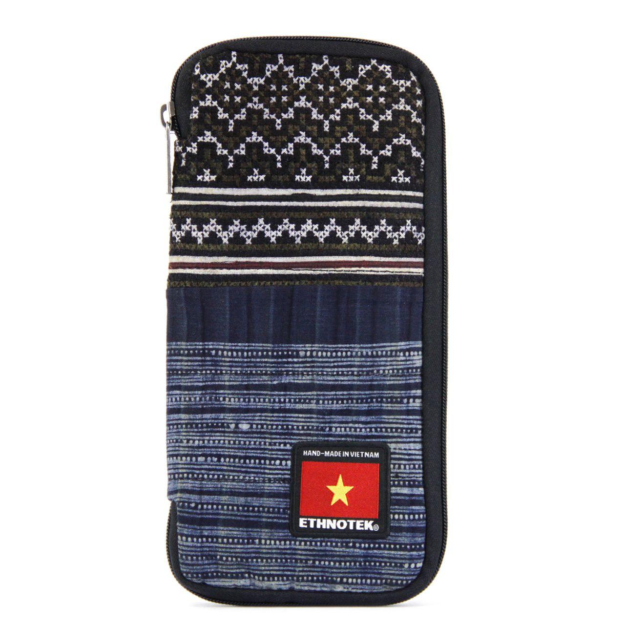 0cc3ff6a7210 The Chiburi Travel Organizer Wallet   Accessoires The Chiburi Travel ...