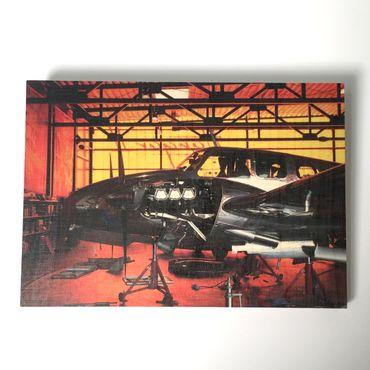Flugzeugbilder - Holzbild Flugzeug Beechcraft 50 Twin Bonanza Quax Hangar groß – Bild 1