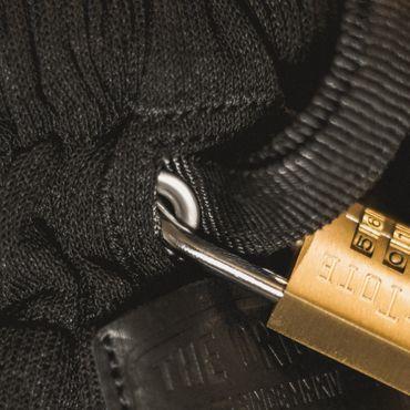 loctote flak sack II stealth black - die schnittfeste Diebstahl Schutz Tasche mit Schloss – Bild 4