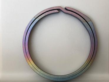 Bang Ti farbige Titan NailSaver Schlüsselring – Bild 1