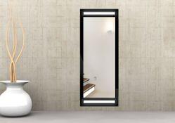 Design Badspiegel mit LED Beleuchtung - mit rückseitig satinierten Lichtfeldern, 120 LEDs / 13 Watt / 1260 Lumen pro Meter. Fertigung von 40 cm bis 250 cm.