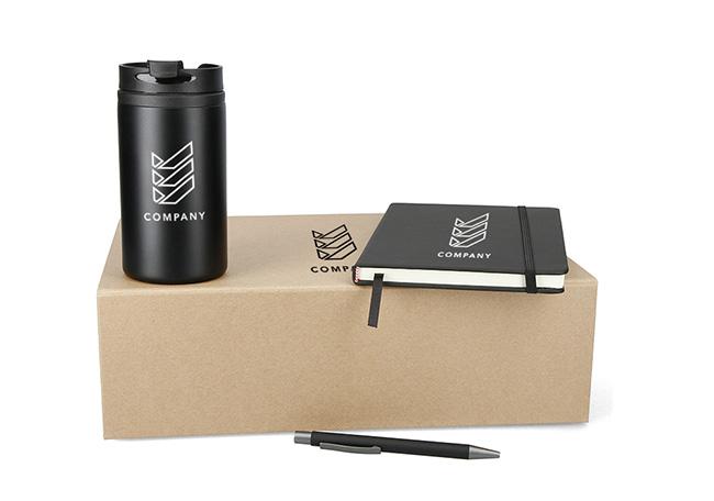 Onboarding-Box in verschiedenen Farben mit Kaffeebecher, Kugelschreiber und Notizbuch