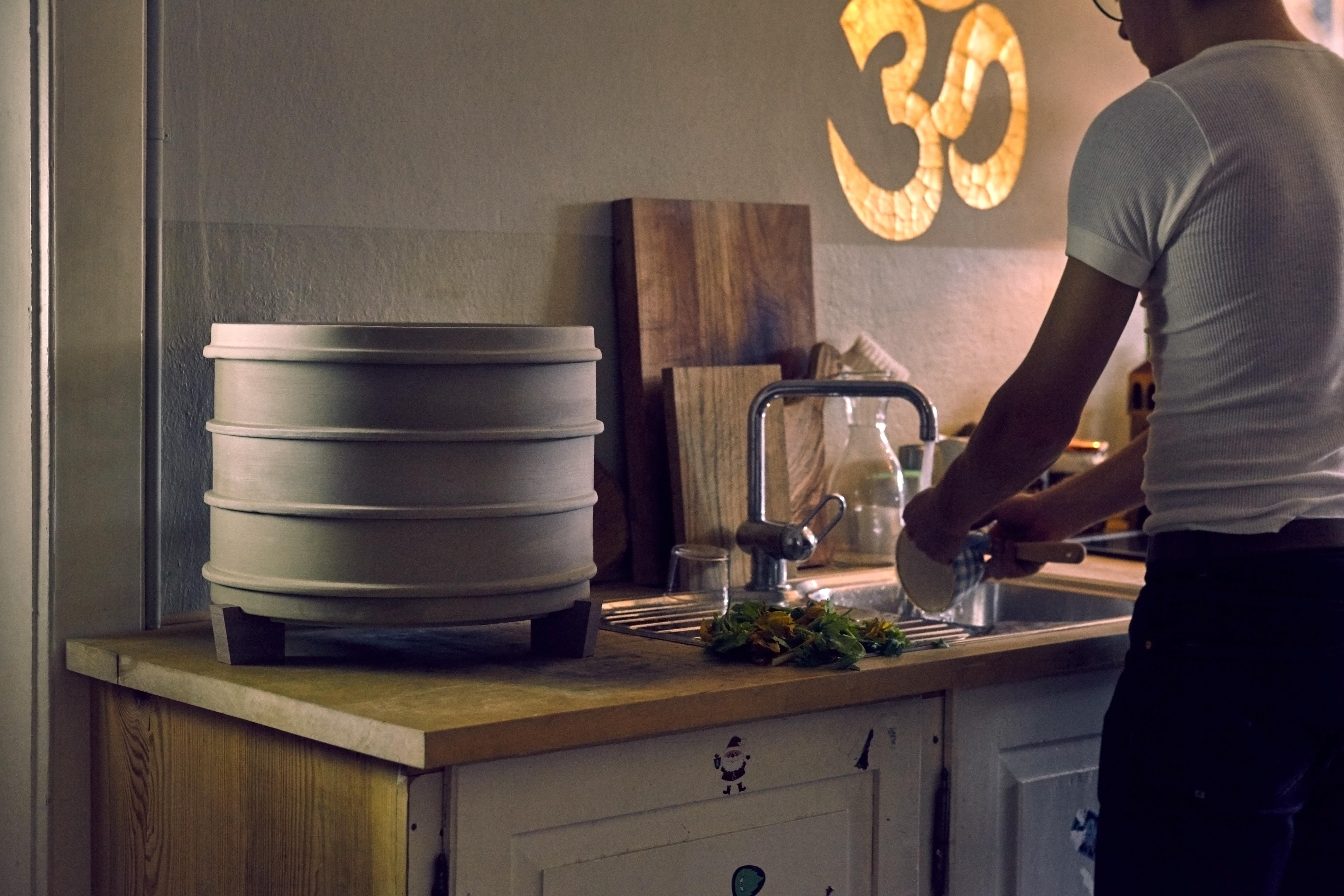 "[Paket] Wurmkomposter ""HOME"" aus atmungsaktivem Ton - Set inkl. 0,5 kg Kompostwürmer und 6 Liter Spezial-Wurmerde"