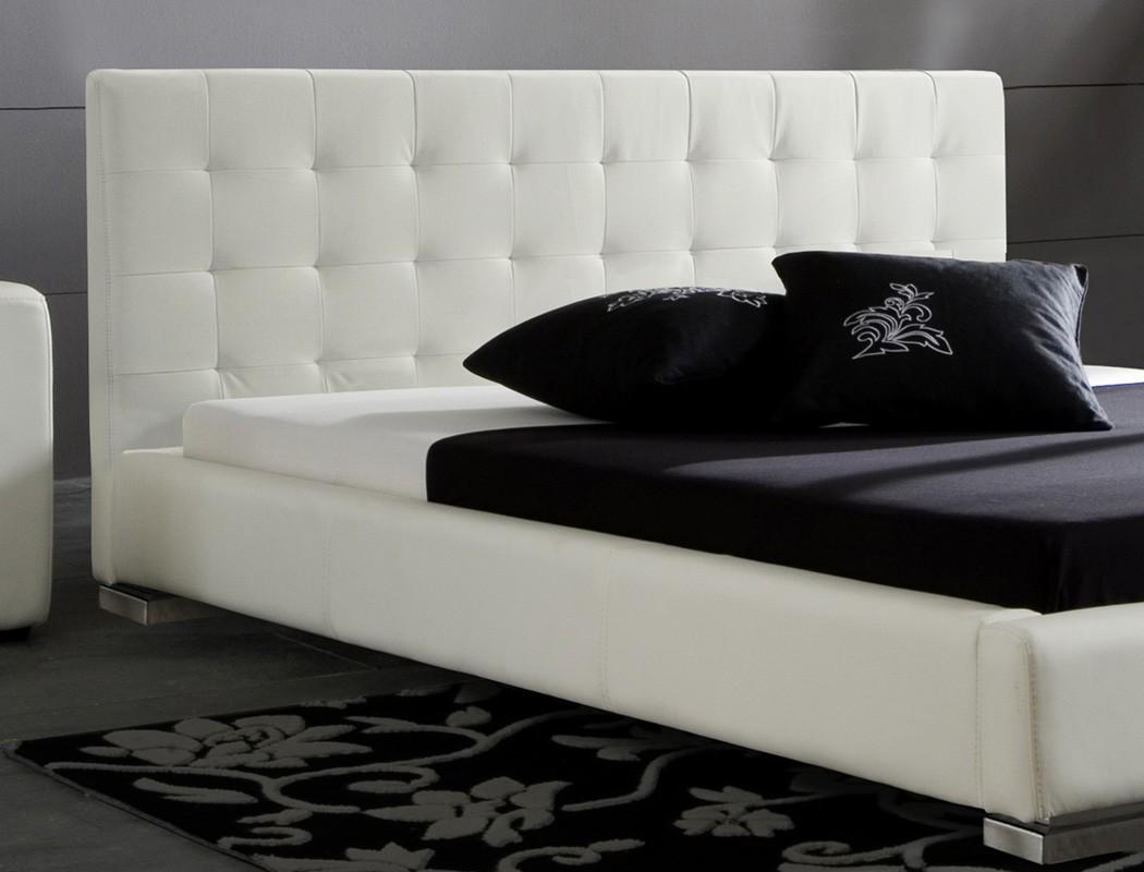 polsterbett bett sander wei kunstleder ehebett doppelbett bett wohnbereiche schlafzimmer betten. Black Bedroom Furniture Sets. Home Design Ideas