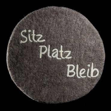 """Filzkissen """"Sitz Platz Bleib"""" rund 35 cm D. 1,5 cm dick – Bild 3"""