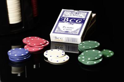 Pokerset mit 200 Pokerchips Kunststoff Caddy 2 Kartendecks – Bild 4