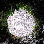 s.LUCE Mesh L LED-Drahtkugel Ø 50 cm / Innen & Aussen / warmweiss – Bild 3