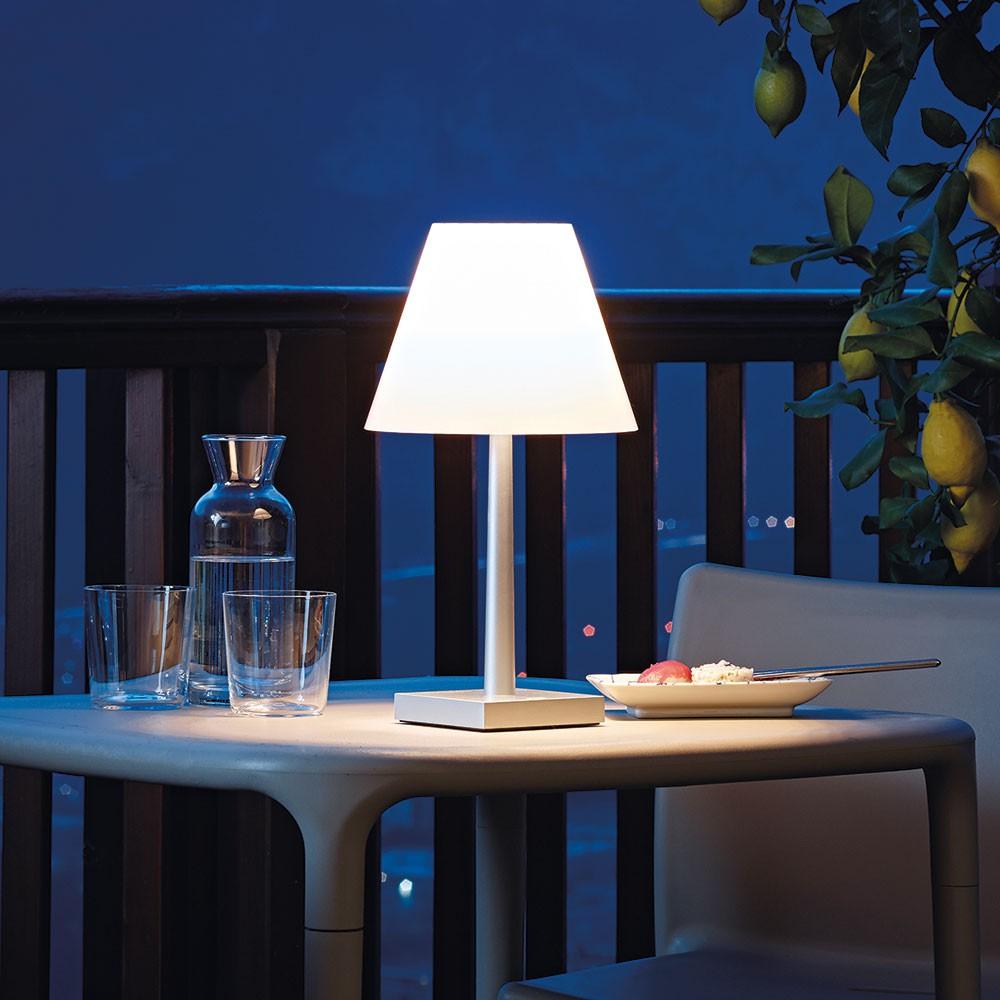 Captivating Dina+ Akku LED Tischleuchte Mit Ladestation / Weiss