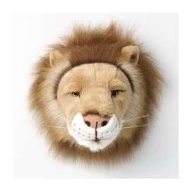 Wandgestaltung im Kinderzimmer mit königlicher Tiertrophäe Löwe aus Plüsch