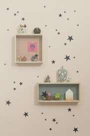 wandgestaltung im kinderzimmer mit schwarzen sternen von. Black Bedroom Furniture Sets. Home Design Ideas