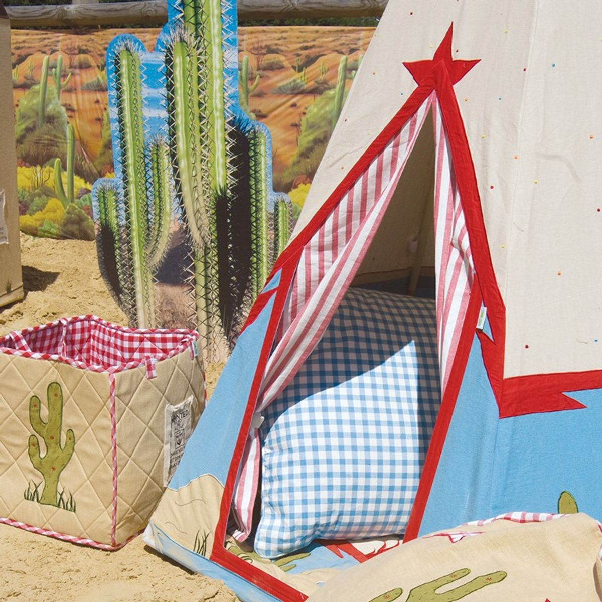 wigwam indianerzelt stoff bunt mit fantasie muster von win green. Black Bedroom Furniture Sets. Home Design Ideas