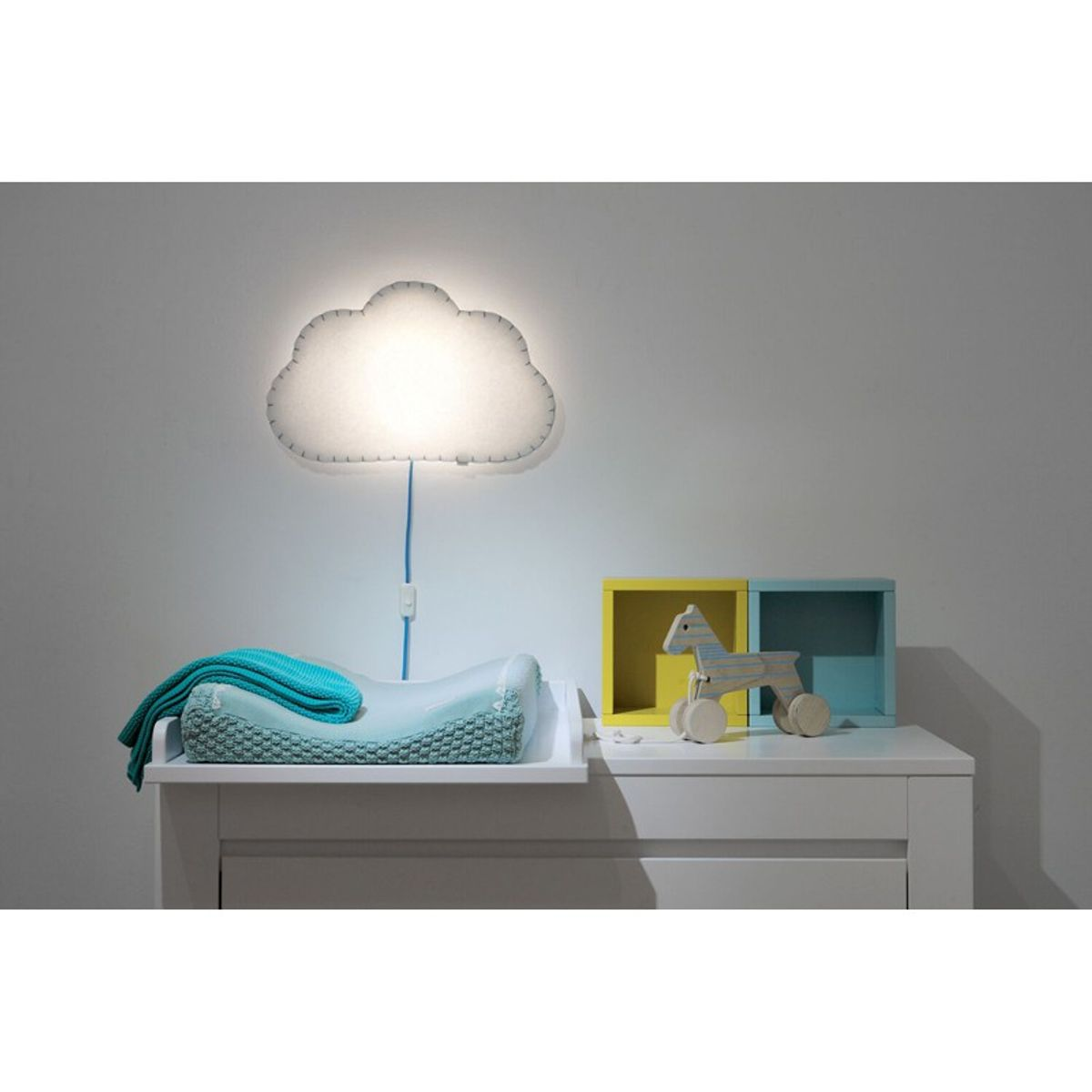 wandlampe wolke mit kabel und stecker von buokids. Black Bedroom Furniture Sets. Home Design Ideas