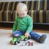 Spielzeug Traktor mit Anhänger und Tieren, aus Holz, von New Classic Toys