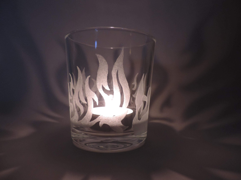 Teelicht Glas Windlicht graviert mit Flammen Feuer Handmade Unikat Party Glas, Party Glas, Disney, Unikat, personalisiert, Windlicht, Teelicht Glas, Ostern Häschen, Disney, Micky Maus