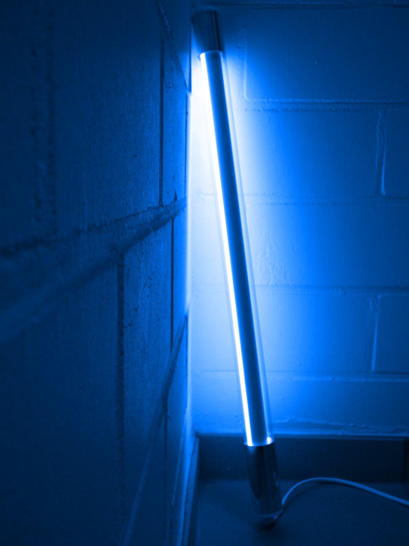Led Leuchtstab mit Blendschutz KS mit Schalter weiß 230V Party 60cm blau IP20
