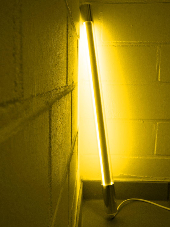 Led Leuchtstab mit Blendschutz KS mit Schalter weiß 230V Party 60cm gelb IP20