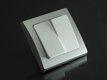 Serienschalter weiß mit silbernem Rahmen