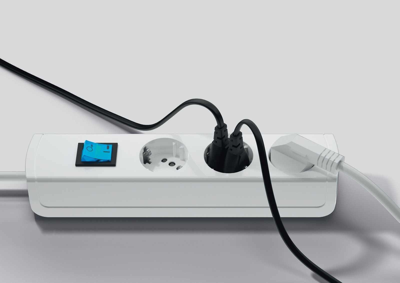 3 fach steckdosenleiste duo f r euro und schukostecker blau beleuchtet elektro. Black Bedroom Furniture Sets. Home Design Ideas