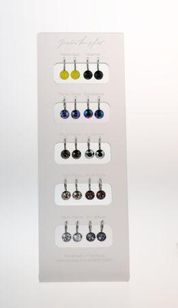 Display mit 10 Ohrhängern in trendigen Swarovski®-Farben