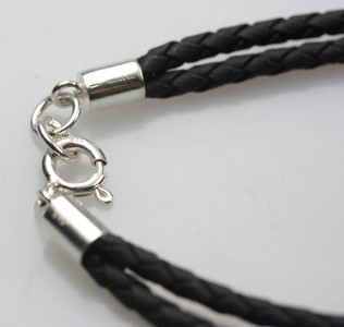 Schwarzes Lederarmband mit Silberverschluss – Bild 2