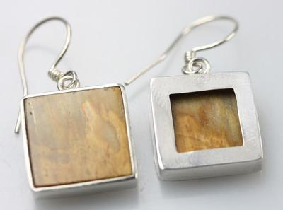 Besondere 925er Silberohrringe mit fossilem Holz