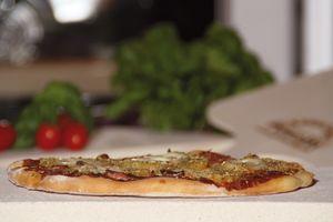 5cm Pimotti Pizzastein im Set aus Schamott + Schaufel + Anleitung mit Rezepten + 4 Pizzamesser 004