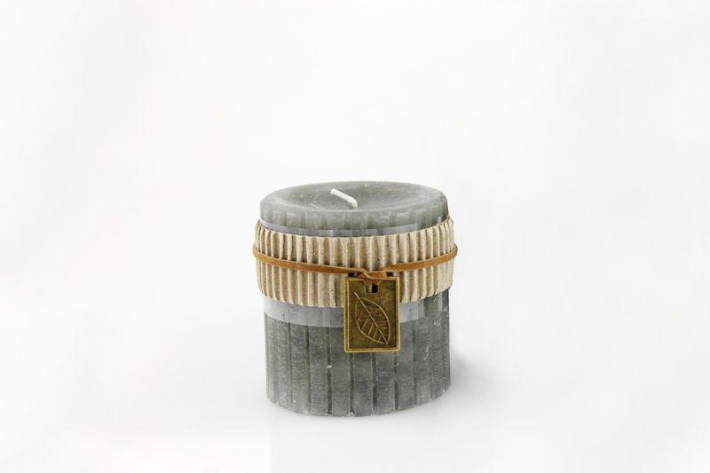Stumpen Kerze Dekokerze rustikal Ø 7 x 7,5 cm, grau mit DIY Deko Blatt Anhänger Metall, Stumpenkerze Dekokerze handmade, rustic Candle