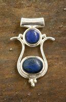 Schmuck Anhänger Isis 23x36mm, 925 Sterling Silber mit Edelstein Lapis Lazuli blau mit Pyritfunken gold, Steinschmuck