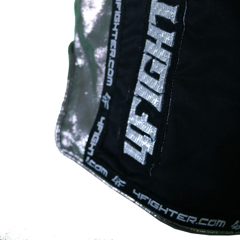 4Fighter Muay Thai Shorts hechos de microfibra negro con laterales brillantes suaves – Bild 5